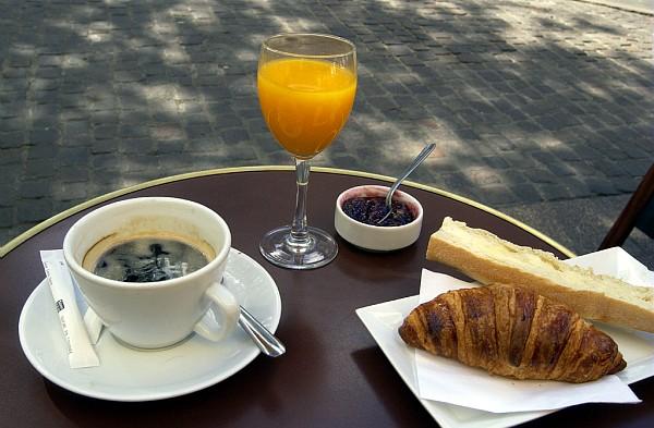 TASSES DE CAFE - Page 20 120-14-Place-des-Vosges-petit-dejeuner